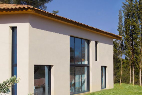 l 39 l gance d 39 une maison contemporaine de caract re mas provence constructeur maisons. Black Bedroom Furniture Sets. Home Design Ideas