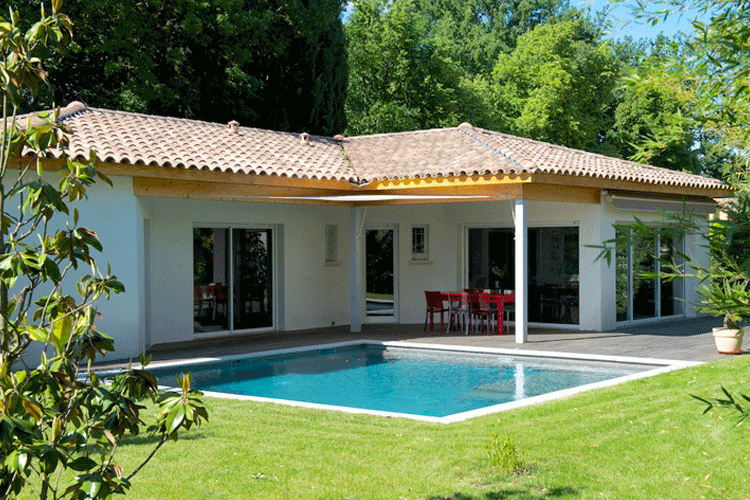 Le confort simple contemporain mas provence for La finition d une maison