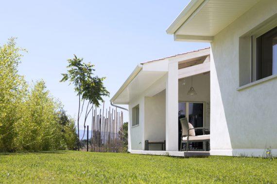 Le confort simple contemporain mas provence for Constructeur maison toulon