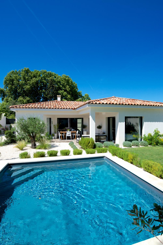 Une villa en l de plain pied mas provence constructeur maisons individuelles - Maison 120m2 plain pied ...